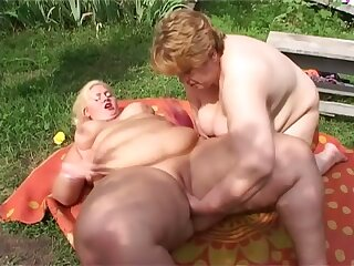 Check out really big SSBBW lesbians who enjoy fingering meaty cunts