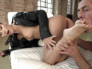 Lilu Moon loves a cock in her asshole and cum on her feet