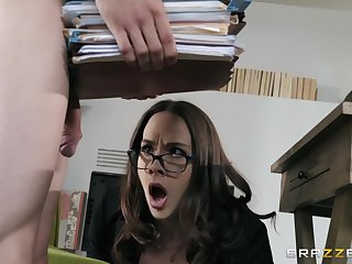 Angry affaire d'amour inclusive gets her everyday orgasm at work