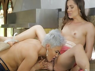 Superannuated Mom goes check tick off Teen Pussy