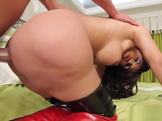 Bigass tranny pounded added to facialized