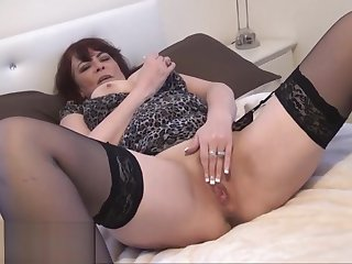Granny voyeur amateur masturbates and shows absent old pussy