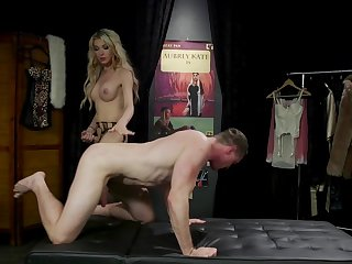 Seductive tranny Aubrey Kate and her lover please each other's penises