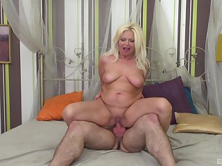 Seductive scenes of hard sex for a mature on a young dick