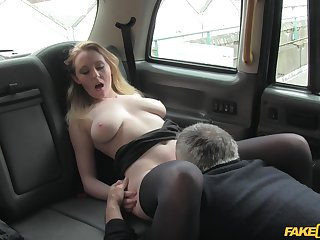 Nasty cab driver offers Ruby Temptations to be fucked of a free urgency