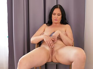 Ria Black likes obeying herself in the mirror while masturbating
