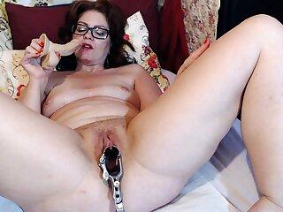 Mature Dominika old pussy gaping plus masturbation