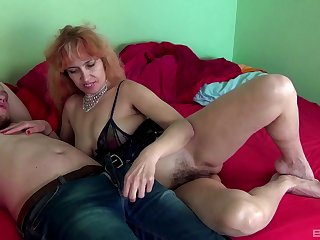 Mature amateur Russian MILF Larisa rides a cock like a pro