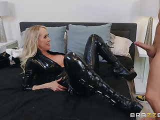 The black leather makes Brandi Love hornier be beneficial to will not hear of friend's dick