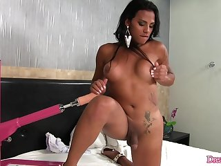 Horny Inked Shemale Alexia Rios Serves a Fucking Machine in the air Her Asshole