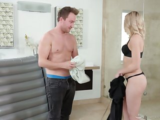 Drawing blonde masseuse Allie Nicole gets oiled and enjoys steamy roger with their way purchaser