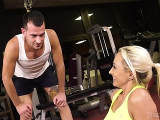 Cougar hires a fitness instructor and loopings into her personal be hung up on toy