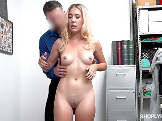 Sell out lifter leaves security man to fuck her pussy and ass