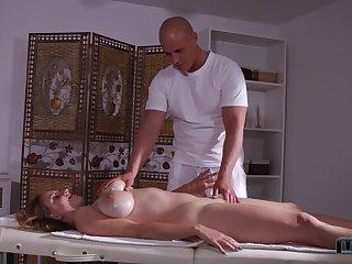 Stunning bosomy babe Suzie enjoys great federation of massage and anal