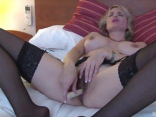 Mature blonde slut uses a basic kickshaw on the brush seasoned snatch