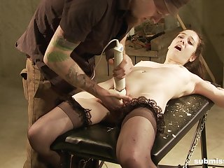 Sexy chick Make fun of far stockings, tied up and tortured by a scolding