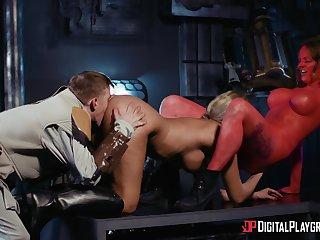 Seductive women show sexual jollification in profane threesome