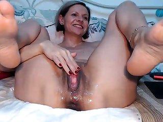 French mature masturbate at the public beach