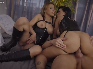Honey Cacodaemon and Nikky Thorne become visible swallow whole as fuck in black during hot threeway