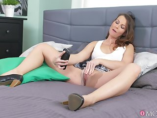 Trimmed pussy mature Caroline Ardolino loves riding her boyfriend