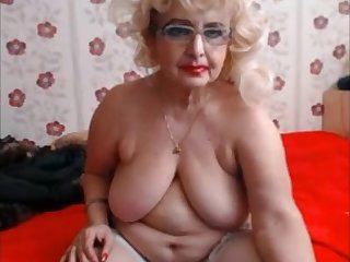 Big granny with heavy makeup exhibit on cam
